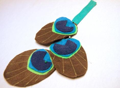 disfraz casero pavo real lazo