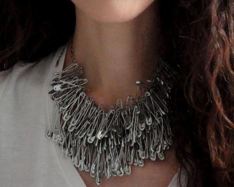 collares-diy-de-imperdibles-1
