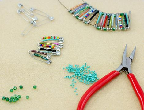 como hacer pulseras de imperdibles
