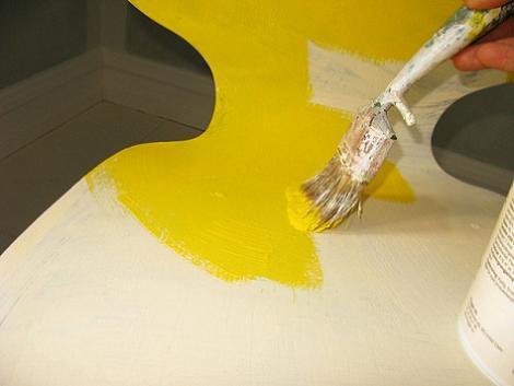 Pintar silla amarillo