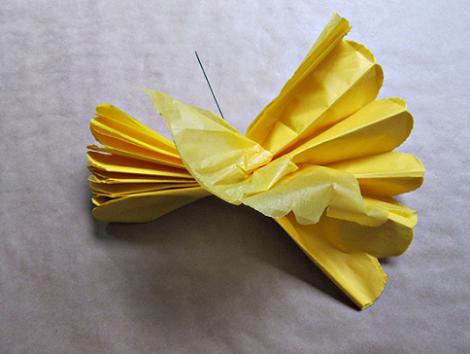 Pompones de papel paso 6