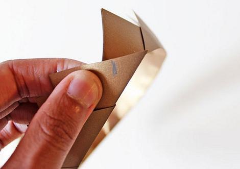 Acabar una corona de papel
