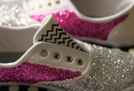 decorar-zapatos-zapatillas-con-purpurina-3