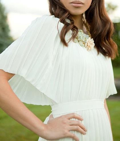 falda larga plisada vestido detalle