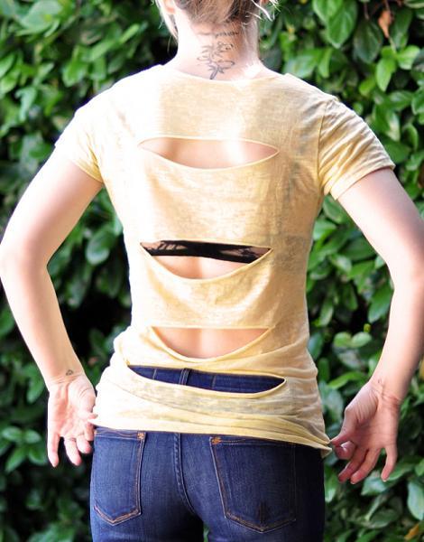 Camiseta con cortes