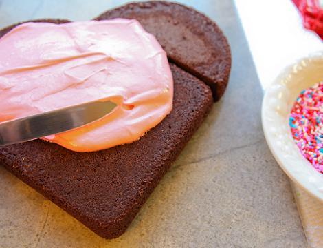 como-hacer-una-tarta-con-forma-de-corazon-3