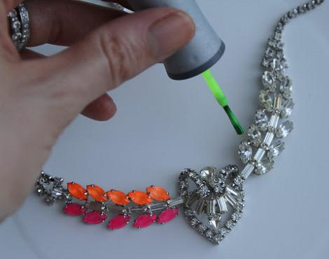 hacer-collares-neon-3
