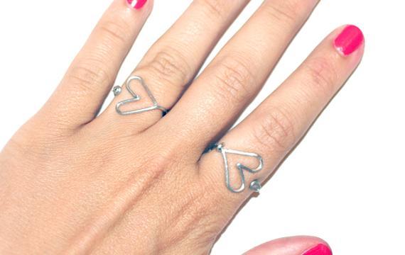como hacer un anillo de alambre corazon