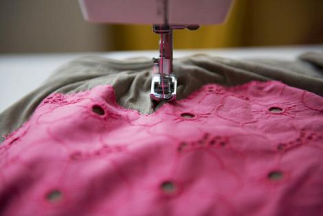 Coser camiseta