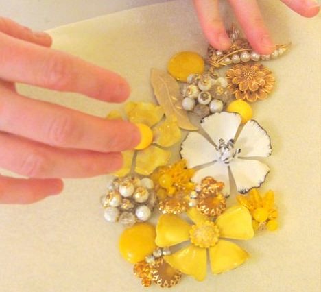 hacer collar de flores con broches